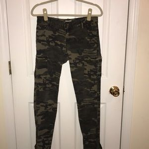 Camp pants with zipper details